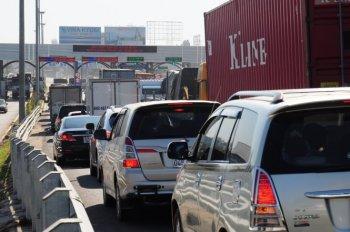 Ùn tắc nghiêm trọng tại cầu Đồng Nai trong ngày đầu thu phí