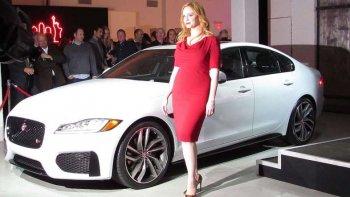 Ngắm người đẹp tại triển lãm New York Auto Show 2015