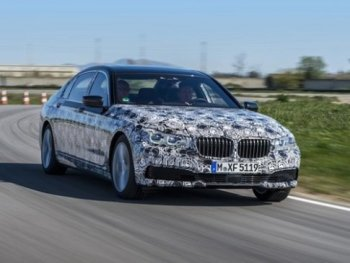 BMW 7-Series thế hệ mới có thêm tính năng đỗ xe tự động