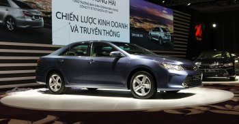 Toyota Camry 2015 ra mắt đắt giá hơn mọi đối thủ