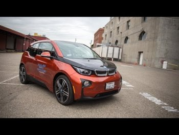 BMW i3 khó tự đỗ xe?