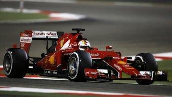 Mercedes bị nghi ngờ nâng đỡ Ferrari tại F1