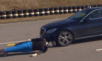 Hệ thống phanh khẩn cấp của Mercedes C-Class: Có như không