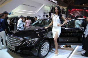 Bộ Tài chính muốn tăng thuế ôtô nhập, doanh nghiệp lo khó bán xe