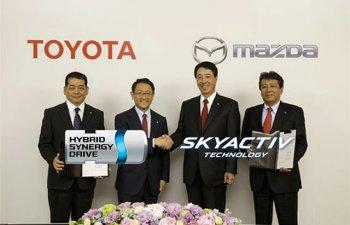 """Toyota chính thức """"bắt tay"""" Mazda"""