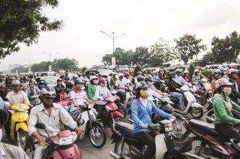 Người đi xe máy phải chịu thêm phí kiểm định khí thải