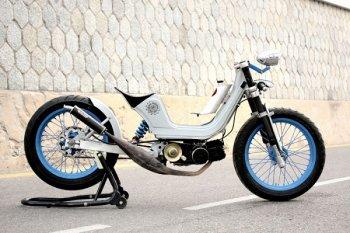 Moped cổ độ café racer trẻ trung khó ngờ