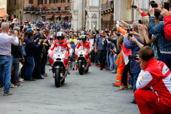 Ducati làm nóng chặng 6 MotoGP 2015