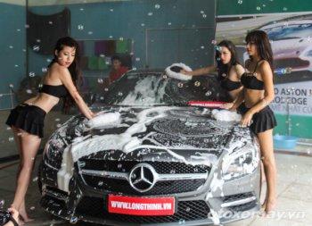 Mát rượi bikini rửa xe trong ngày nắng nóng Hà Nội