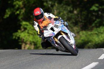 I.O.M TT 2015: Anstey đứng đầu ngày tập thứ 3, tay đua Franck Petricola tử nạn