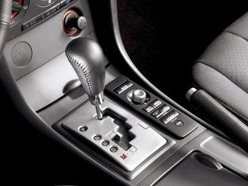 Có khởi động được xe số tự động khi yếu điện bằng cách đẩy xe?