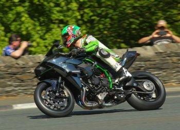 "Isle of Man TT 2015: Jame Hillier rảnh rỗi ""phá sức"" Kawasaki H2R"