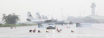 """Tổ lái Sài Gòn drift BMW """"đỉnh cao"""" trên sân bay"""