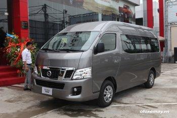 Những so sánh đầu tiên giữa Nissan NV350 Urvan và Toyota Hiace