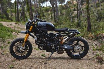 Ducati Multistrada 1100DS độ quái gở