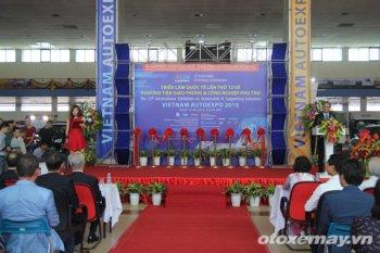 Vietnam AutoExpo 2015: Sàn diễn chỉ có một người mẫu