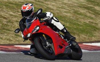 Ducati Panigale 1299 mới - đắt xắt ra miếng
