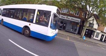 Tài xế xe bus nguy cơ mất việc vì dùng điện thoại khi lái xe