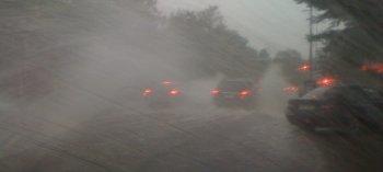 Những hiểm nguy khi lái xe trong mưa bão
