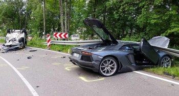Lamborghini đi ẩu làm 3 người bị thương nặng
