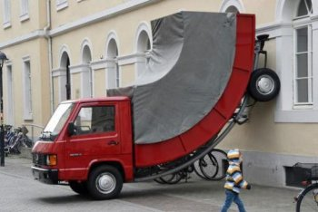 Xe Mercedes trưng bày nghệ thuật cũng bị phạt vì đỗ sai chỗ