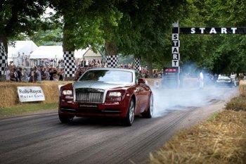 """""""Xe nhà giàu"""" Rolls-Royce Wraith thắng tốc độ Porsche 918"""