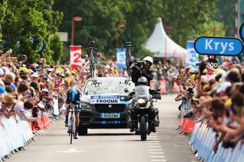 SUV đầu tiên của Jaguar tham dự Tour de France