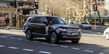 Lỗi chốt cửa khiến người trên xe Range Rover có thể văng ra ngoài
