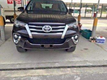 """Ảnh Toyota Fortuner 2016 """"tụt áo"""" giả trang"""