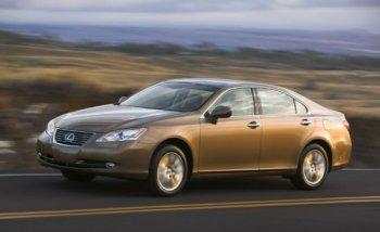 Xe Toyota lại dính nguy cơ tăng tốc đột ngột
