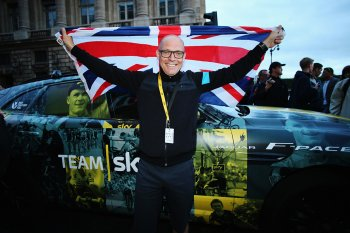 Jaguar F-Pace ăn mừng chiến thắng của đội đua Team Sky