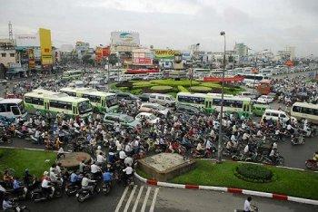 Tiếp tục thu phí sử dụng đường bộ với xe máy tại TP.HCM