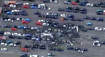 Máy bay nhà Bin Laden đâm xuống bãi xe, 4 người thiệt mạng