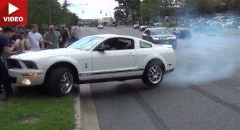 Ford Mustang gây tai nạn vì màn drift xe tai hại