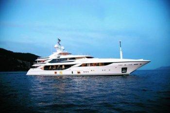 Dạo chơi trên du thuyền xa hoa Benetti FB801 M/Y Vica