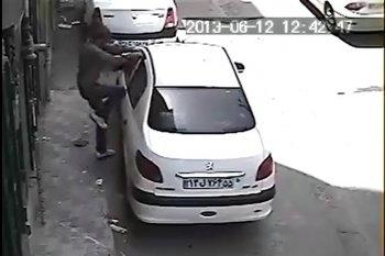 Hoảng vì cửa ô tô Peugeot bị cậy quá dễ