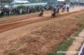 Lạ lùng niềm đam mê đua xe của người Sài Gòn