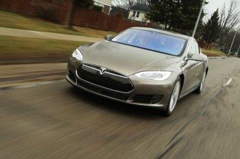 Cổ phiếu Tesla sẽ tăng gấp đôi nhờ công nghệ tự lái