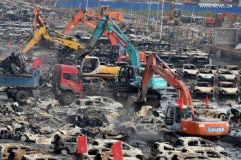 Toàn cảnh dọn dẹp bãi xe cháy tại 'nghĩa địa' Thiên Tân