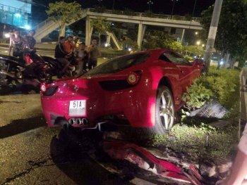 Ferrari 458 tai nạn tung gầm giữa sài gòn