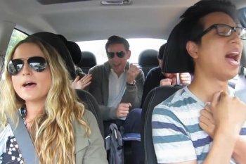 Tài xế Uber biến taxi thành bữa tiệc sôi động