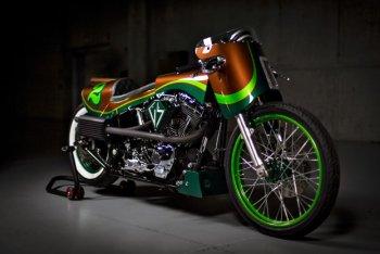 """""""Harley Fat Boy"""" chiếc xe kỳ dị đầy sắc màu"""