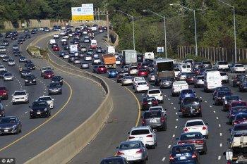 """Người Mỹ """"lãng phí"""" 42 giờ mỗi năm vì ùn tắc giao thông"""