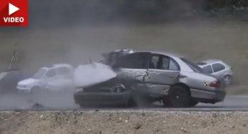 Lạnh người trước cảnh ôtô gây tai nạn ở vận tốc 200km/h
