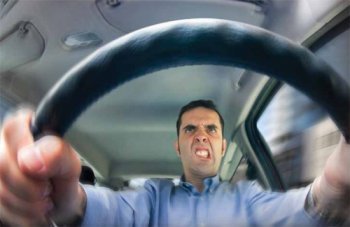 Nam giới bớt sức hút khi lái xe cẩu thả