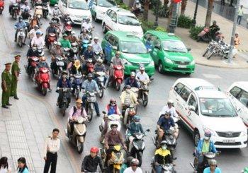 Từ ngày mai, lệ phí đăng ký ô tô sẽ tăng hơn 5 lần