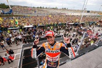 Chặng 13 MotoGP 2015: Thay lốp đúng thời điểm, Marquez vô địch chặng