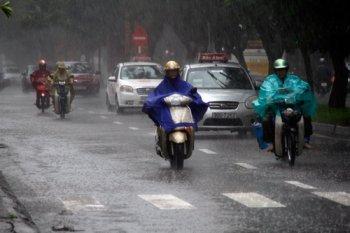 Lái xe máy an toàn dưới trời mưa, ngập lụt