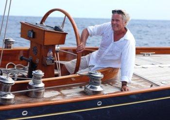Gặp gỡ bậc thầy đóng du thuyền gỗ