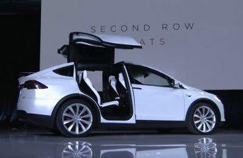 """Màn ra mắt Tesla Model X bị chê """"tơi tả"""""""